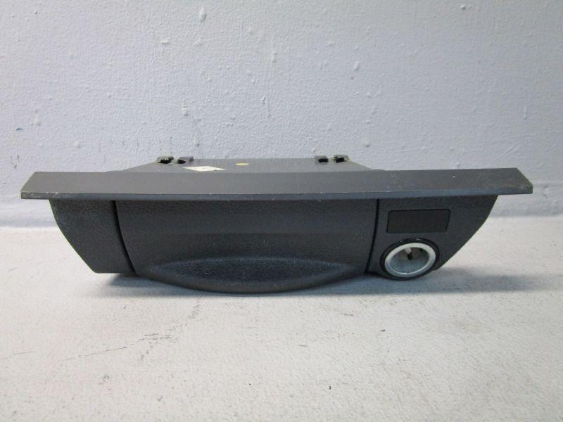 Aschenbecher mitte vorn VW CADDY III 3 1.6 10-15